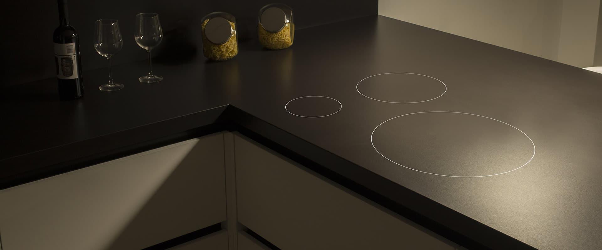 Cooking Rak la plaque de cuisson invisible à découvrir dans votre Showroom Comprex & Armony Cuisine - La Garenne-Colombes
