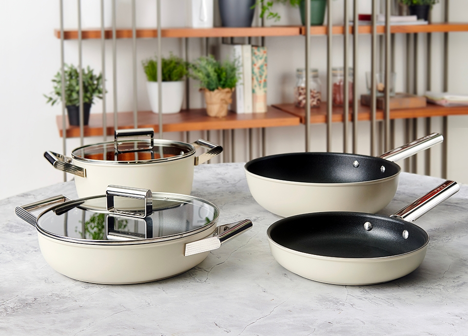 Idées cadeaux de noel design 2020 - Smeg ustensiles de cuisson⎮ Armony Cuisine La Garenne-Colombes
